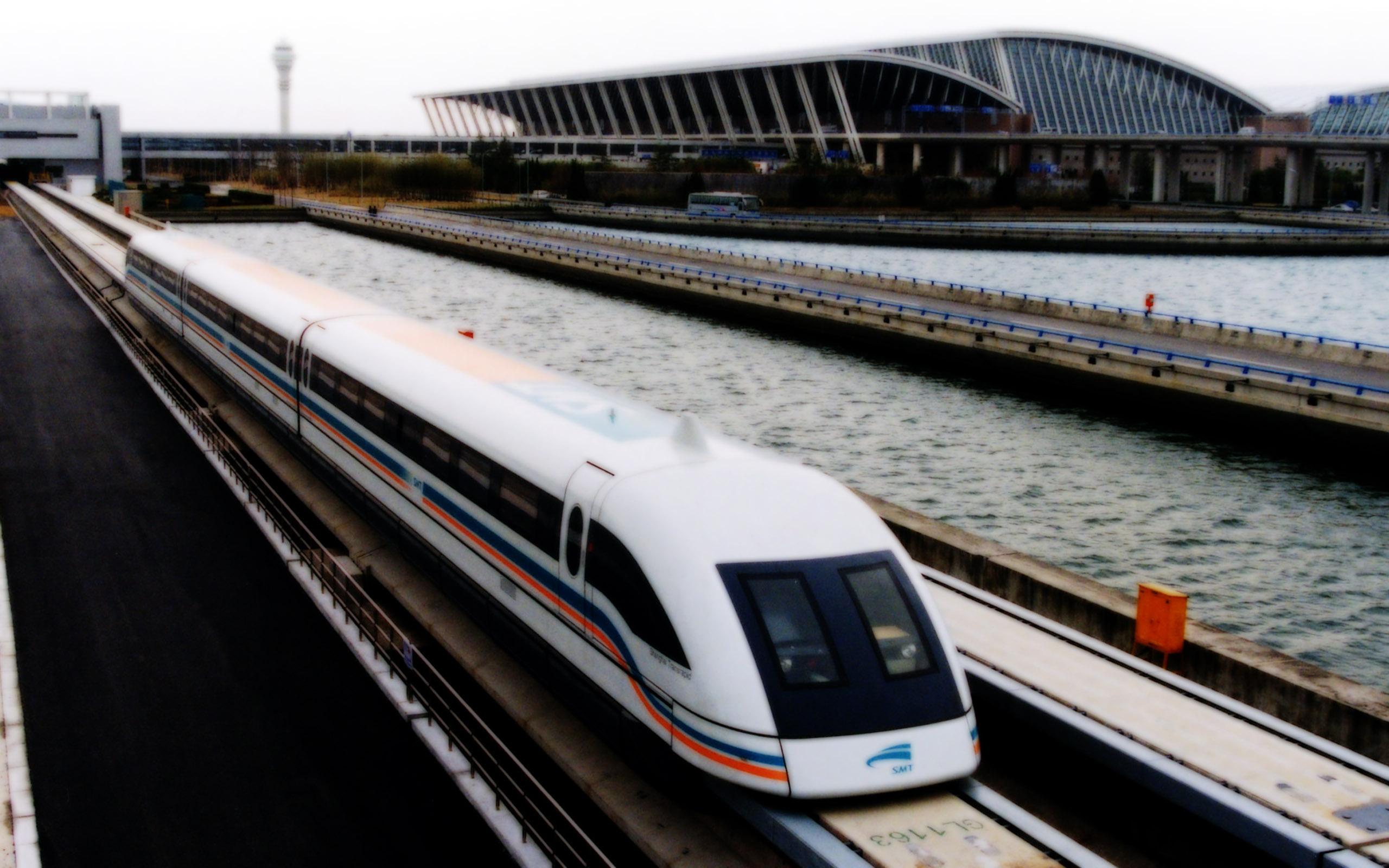 поезд с магнитной подвеской