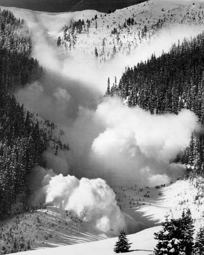 снежная лавина фото