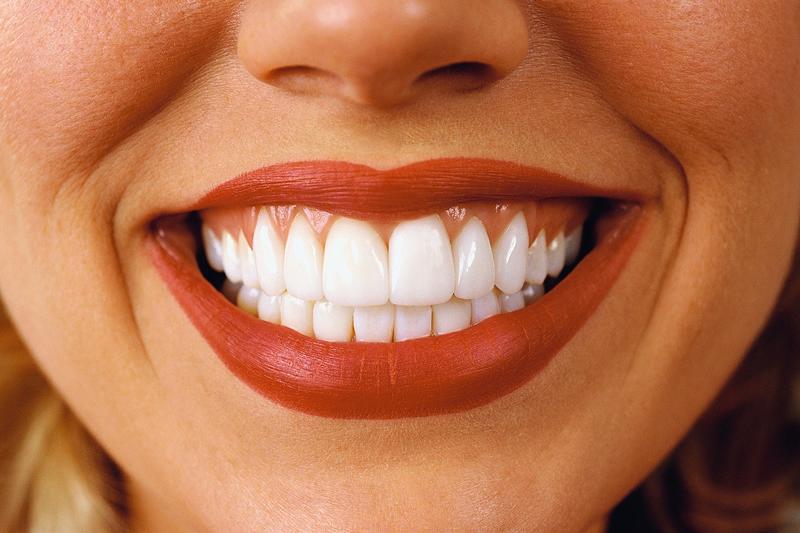 Почему зубы чернеют у взрослого человека
