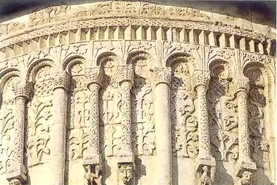 Фрагмент резьбы Дмитриевского собора во Владимире