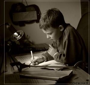 Как научить ребенка делать уроки?