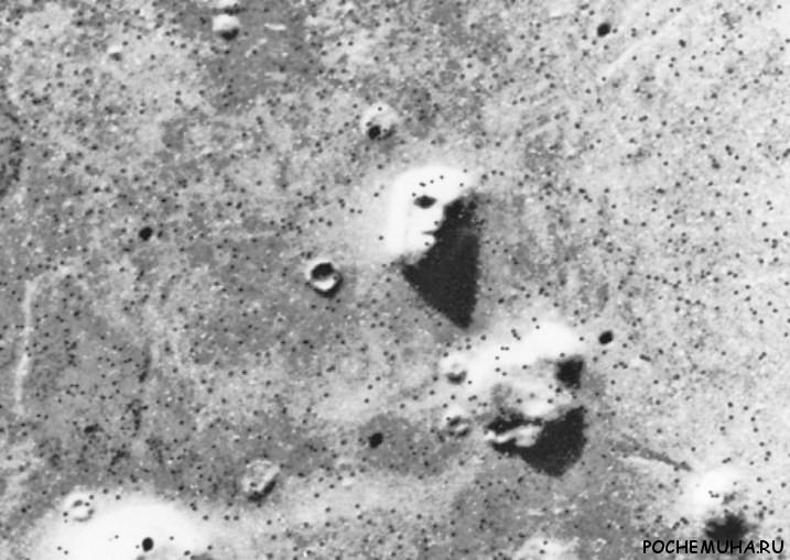 Почему нам кажется, что мы видим лицо на Луне?