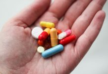 Почему иногда антибиотики не помогают?