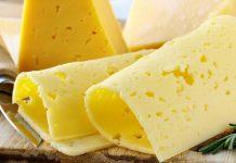 """Почему сыр желтый и зачем ему """"глазки""""?"""