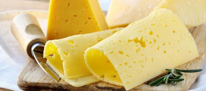 Почему сыр желтый и зачем ему