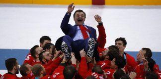 Почему многие хоккейные и футбольные клубы привлекают тренеров из-за рубежа, когда в России много своих талантов?